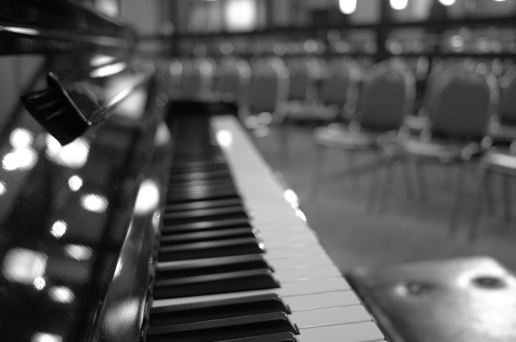 店内に設置したグランドピアノ