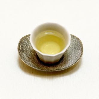 綺麗な茶器に注がれた四季春