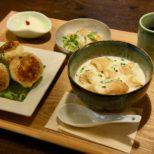 カリっと焼き上がった小籠包と、豆乳スープとサラダのセット サムネイル画像