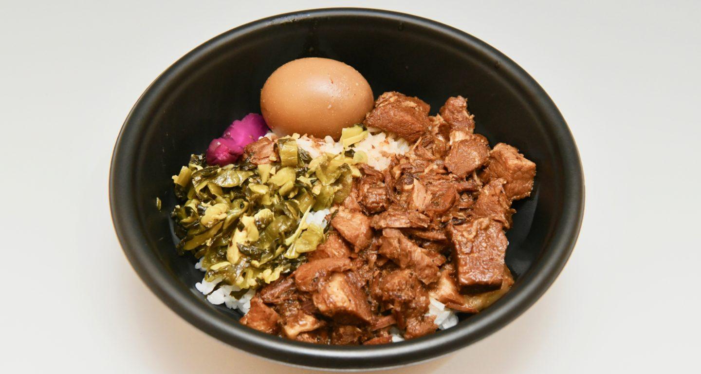 台湾人のソウルフード。日本人の嗜好に合わせた味付けの豚丼です。